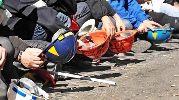 Un esercito di italiani che lavora a 4 euro l'ora: camerieri, fattorini, operatori sanitari